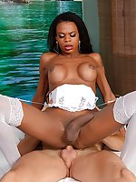 Ebony tranny Lavinia Magalhaes enjoys bareback sex