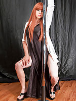 OUR fire haired French Canadian kinkster Kelly Monrock takes the stage once again today, quite literally - as she treats us wide mouth adorers to a mesmerizing solo display around a lap dancing pole! After her head spinning alfresco debut, Montreal minx K