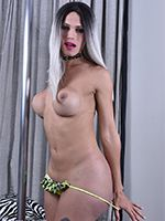 Nycole Sache Strokes Until She Cums