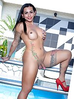 Tranny babe Isabelly Ferreira gets naked for you