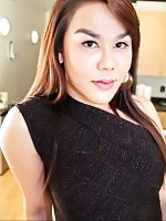 Empress is a gorgeous Filipino tgirl that I got in contact with earlier in 2012.