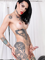 Sexy and tattooed. Gaby Ink makes her debut today with this TAP solo scene. This girl's body is simply a work of art. Take one glance at it and you won't soon forget it. Enough of the chit chat, let's get right to it!